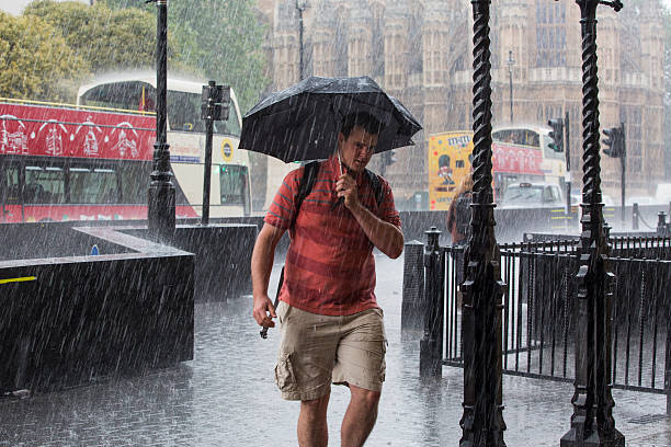 Second Day Of Torrential Rain Drowns London:ニュース(壁紙.com)