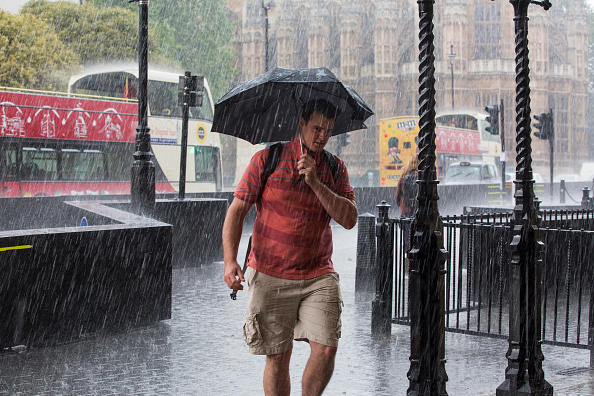 天気「Second Day Of Torrential Rain Drowns London」:写真・画像(12)[壁紙.com]