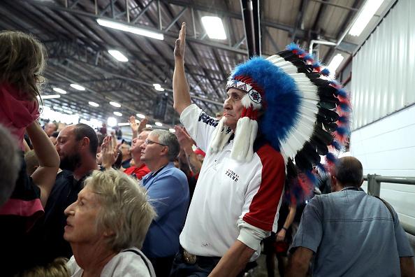 Headdress「Donald Trump Campaigns In Golden, Colorado」:写真・画像(7)[壁紙.com]