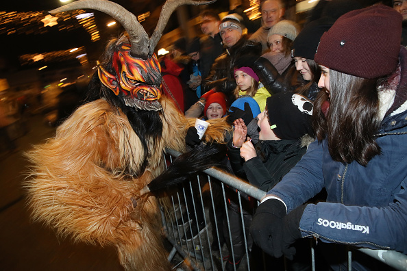 Horned「Krampus Creatures Parade On Saint Nicholas Day」:写真・画像(18)[壁紙.com]