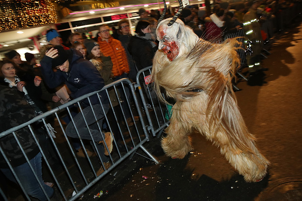 角のはえた「Krampus Creatures Parade On Saint Nicholas Day」:写真・画像(19)[壁紙.com]