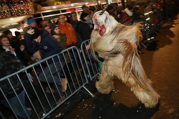 Horned「Krampus Creatures Parade On Saint Nicholas Day」:写真・画像(15)[壁紙.com]