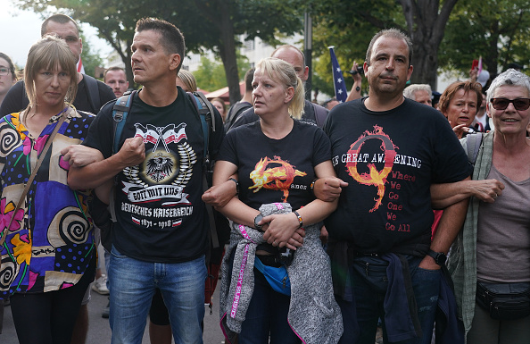 Shirt「Coronavirus Skeptics And Right-Wing Extremists Protest In Berlin」:写真・画像(13)[壁紙.com]