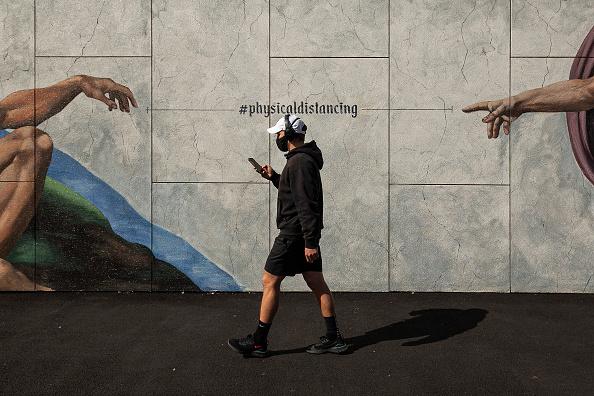 Street「Melbourne Residents Get Slight Lockdown Reprieve As Stage 4 Restrictions Ease」:写真・画像(9)[壁紙.com]