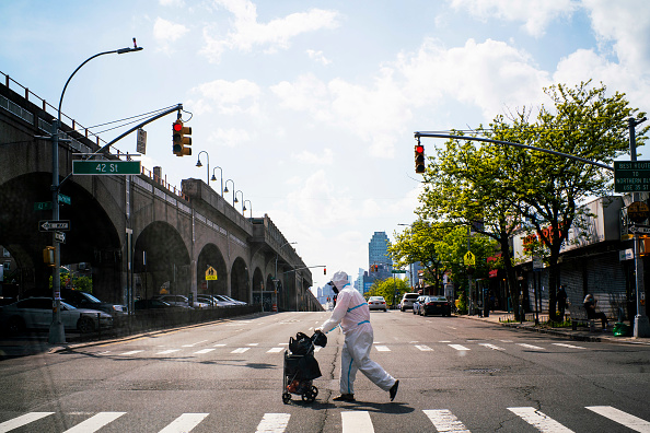 Queens - New York City「Coronavirus Pandemic Causes Climate Of Anxiety And Changing Routines In America」:写真・画像(12)[壁紙.com]