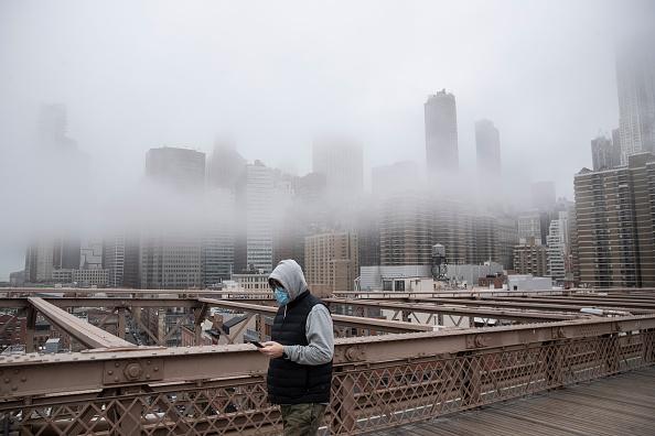 ニューヨーク市「Coronavirus Pandemic Causes Climate Of Anxiety And Changing Routines In America」:写真・画像(7)[壁紙.com]
