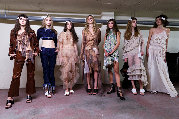 London Fashion Week「Marques'Almeida - Backstage - LFW SS16」:写真・画像(0)[壁紙.com]