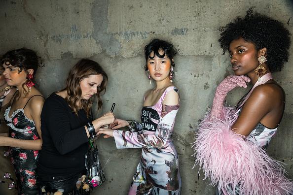 ロンドンファッションウィーク「Fashion East - Backstage - LFW February 2017」:写真・画像(0)[壁紙.com]