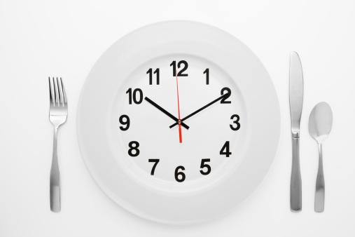 2009「Dinner setting with clock on plate」:スマホ壁紙(16)