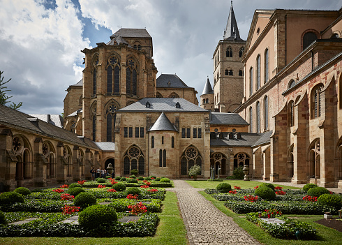 Circa 13th Century「View of Cathedral of Trier and courtyard from the cloister in sunlight, Germany」:スマホ壁紙(17)