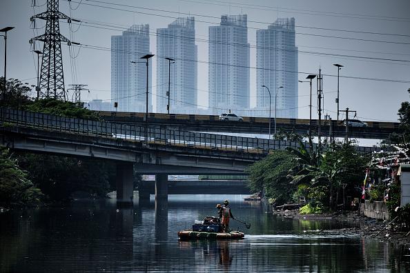 Jakarta「Indonesia Tackles Rising Waters At Jakarta's Sinking City」:写真・画像(10)[壁紙.com]