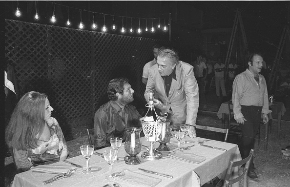 Drinking Glass「Film director Federico Fellini with Marcello Mastroianni and Giuseppe Rotunno during the shooting of the movie 'Roma'」:写真・画像(7)[壁紙.com]