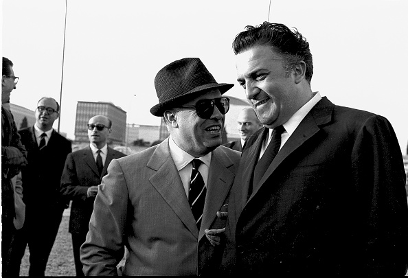 Toothy Smile「Film director Federico Fellini talks with film producer Carlo Ponti before filming the movie 'Boccaccio '70', Rome 1961」:写真・画像(3)[壁紙.com]