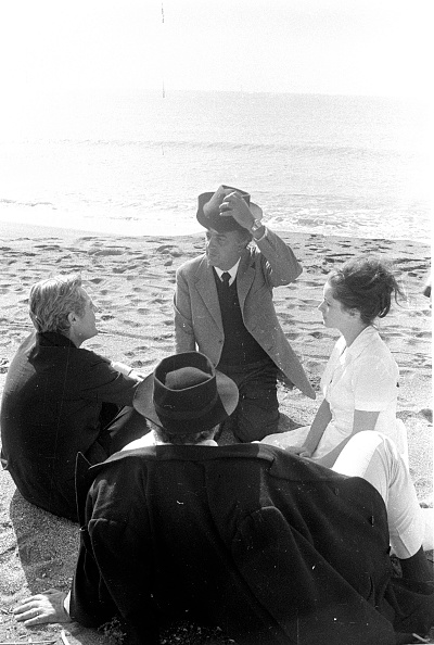 Mode of Transport「Film director Federico Fellini with actors at the seaplane base in 'Ostia Lido' during the shooting of movie 8 ½」:写真・画像(17)[壁紙.com]