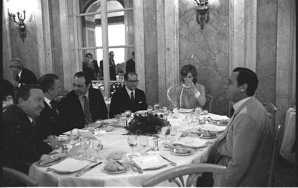 Luxury Hotel「Film director Federico Fellini having lunch at the 'Grand Hotel Palace' with Alberto Sordi (right), Claudia Cardinale, Luchino Visconti, Franco Malfatti and Leone Piccioni, Rome 1970」:写真・画像(6)[壁紙.com]