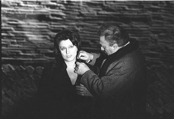 Movie「Film director Federico Fellini directing actress Anna Magnani during the movie 'Roma, Rome 1971」:写真・画像(9)[壁紙.com]