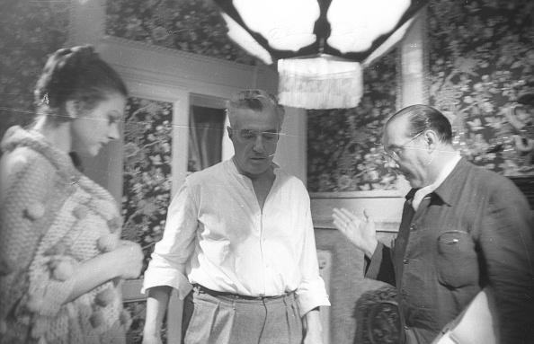 Roberto Rossellini - Film Director「Film director Roberto Rossellini with Vittorio De Sica and Sandra Milo during the movie 'General della Rovere' 1959」:写真・画像(9)[壁紙.com]
