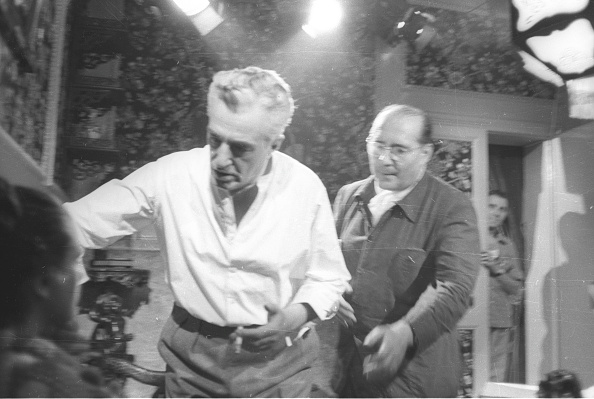 Roberto Rossellini - Film Director「Film director Roberto Rossellini with Vittorio De Sica and Sandra Milo during the movie 'General della Rovere' 1959」:写真・画像(10)[壁紙.com]