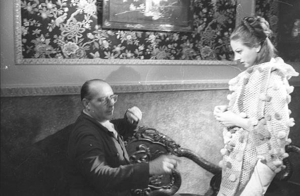 Roberto Rossellini - Film Director「Film director Roberto Rossellini directing actress Sandra Milo during the movie 'General della Rovere' 1959」:写真・画像(8)[壁紙.com]