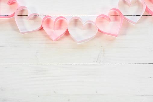 月「Hearts on the white wooden planks. Debica, Poland」:スマホ壁紙(8)