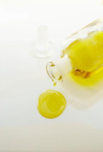 Massage Oil「Glass bottle pouring massage oil」:スマホ壁紙(4)