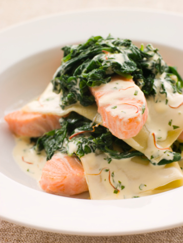 Tarragon「Open Lasagne of Salmon and Spinach with a Saffron Cream」:スマホ壁紙(9)