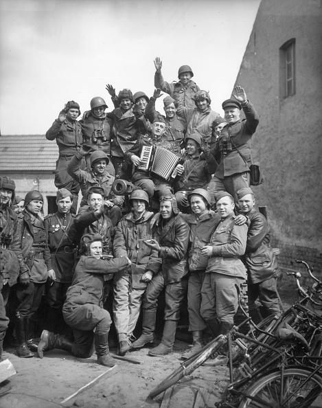 World War II「Happy Troops」:写真・画像(3)[壁紙.com]