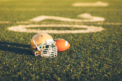 Competitive Sport「Gold Football Helmet on Field」:スマホ壁紙(5)