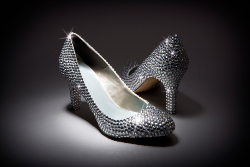Fairy Tale「Pair of diamond rhinestone shoes」:スマホ壁紙(14)