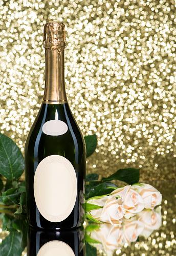 バレンタインデー「Romatic 花束白バラとシャンパンのボトル」:スマホ壁紙(14)