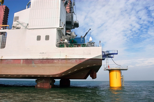 Greenhouse「The Jack up Ship Resolution fix a transition piece to the monopile foundation piece on the Kentish flats Windfarm whitstable kent」:写真・画像(9)[壁紙.com]