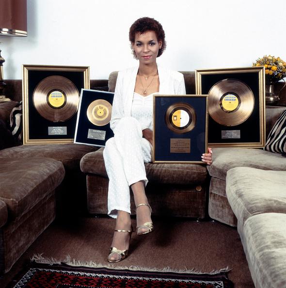 Sofa「Singer Ramona Wulf」:写真・画像(16)[壁紙.com]
