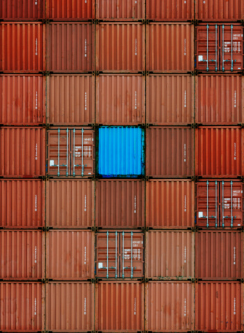 Contrasts「Shipping Containers with One Blue」:スマホ壁紙(14)