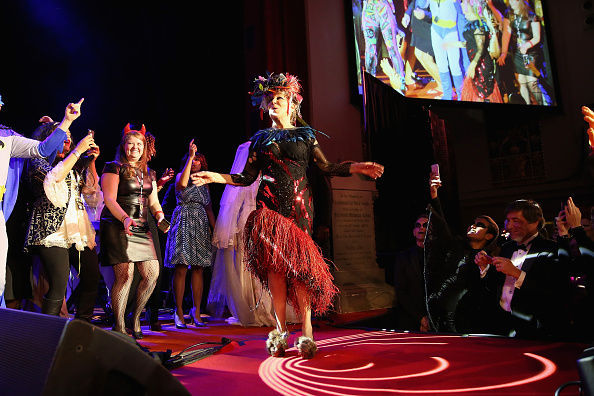 Medium Group Of People「Bette Midler's Annual Hulaween Party Celebrates New York Restoration Project's 20th Anniversary - Inside」:写真・画像(3)[壁紙.com]