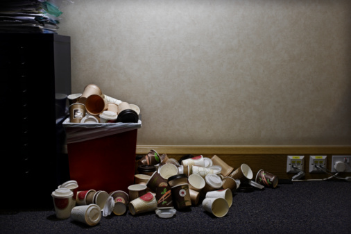 Garbage「pile of coffe cups in corner of office」:スマホ壁紙(5)