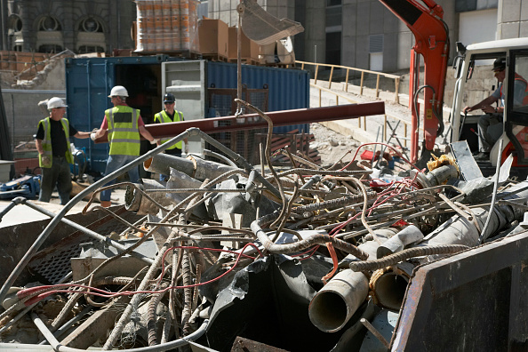 Focus On Foreground「Waste metal skip at demolition of former stock exchange, London, UK」:写真・画像(14)[壁紙.com]