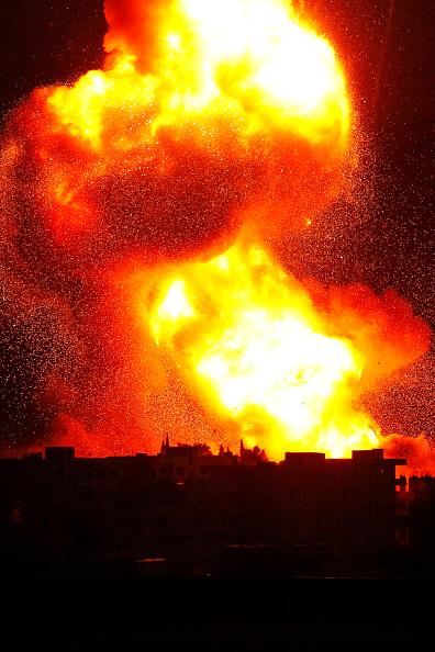 Exploding「Syrian Kurds Battle IS To Retain Control Of Kobani」:写真・画像(10)[壁紙.com]