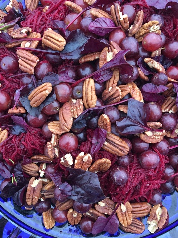 Pecan「Raw salad with beetroot and grapes」:スマホ壁紙(0)
