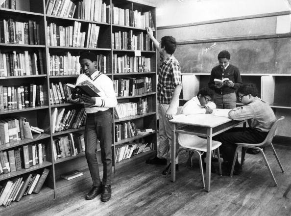 Teenager「School Library」:写真・画像(1)[壁紙.com]