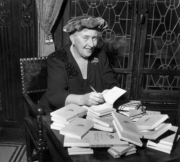 Writing「Agatha Christie」:写真・画像(5)[壁紙.com]