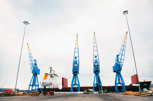 Material「Docks cranes at a port in Cardiff, South Wales, UK」:写真・画像(12)[壁紙.com]