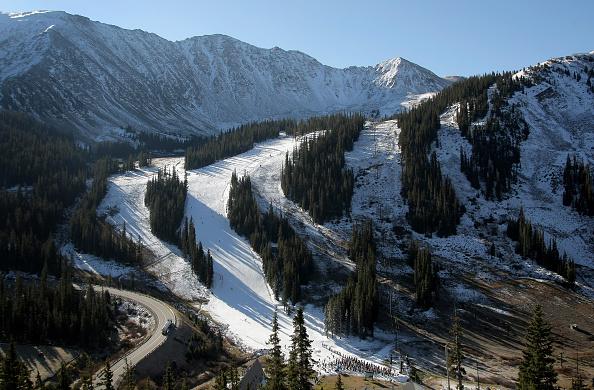Tourist Resort「Colorado Ski Areas Open For The Season」:写真・画像(2)[壁紙.com]