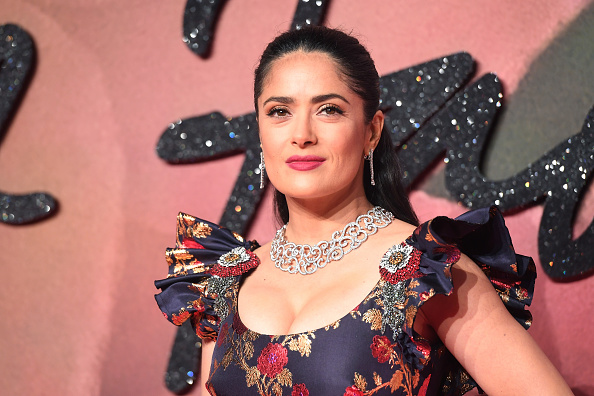Salma Hayek「The Fashion Awards 2016 - Red Carpet Arrivals」:写真・画像(17)[壁紙.com]