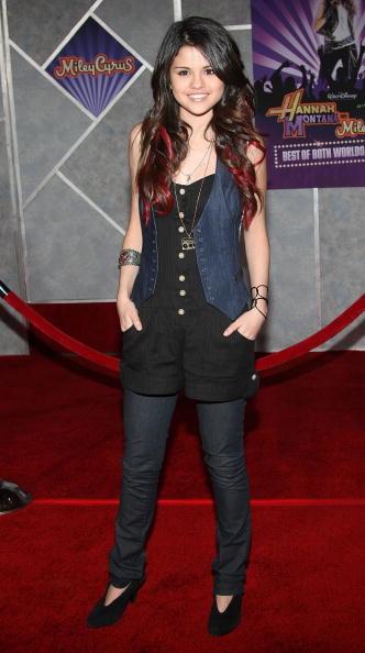Selena Gomez「Disney Premiere Of Hannah Montana & Miley Cyrus - Arrivals」:写真・画像(12)[壁紙.com]