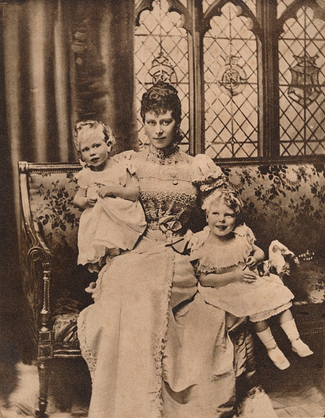 George C「The Duchess of York with her two sons, Princes Edward and Albert, c1897 (1935). Artist: Unknown.」:写真・画像(12)[壁紙.com]