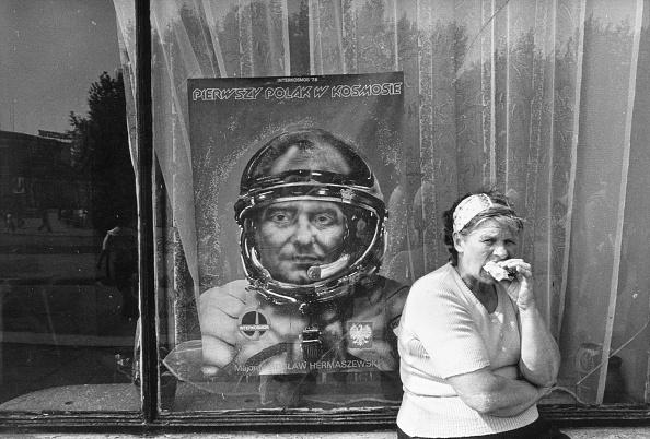 Over Eating「Polish Astronaut」:写真・画像(19)[壁紙.com]