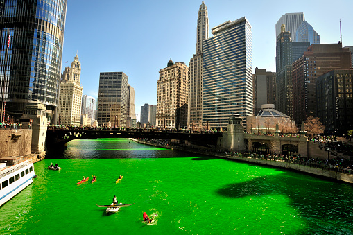 St「Dyeing the Chicago River green on St. Patrick's day」:スマホ壁紙(8)