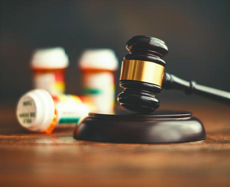 Opioid「Judge's gavel with medications. Medical malpractice」:スマホ壁紙(6)