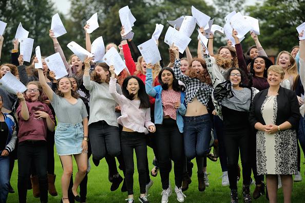 Educational Exam「Schoolchildren Receive Their GCSE Results」:写真・画像(8)[壁紙.com]