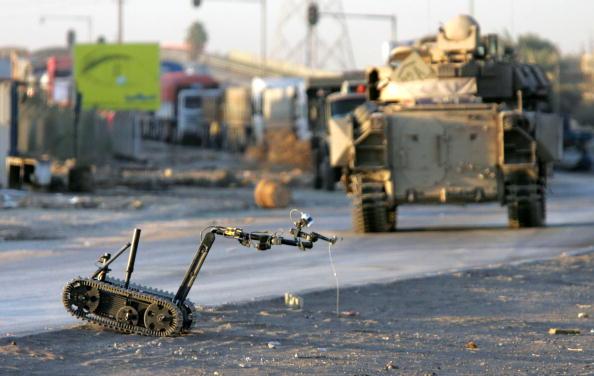 Baghdad「Army Explosives Team Destroys Roadside Bombs In Iraq」:写真・画像(4)[壁紙.com]